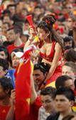 高清图:西班牙性感球迷助阵 傲人身材堪比胸神