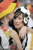 高清图:德国遗憾未进世界杯决赛 美女痛不欲生