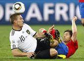 高清图:普约尔头球绝杀德国 西班牙首次进决赛