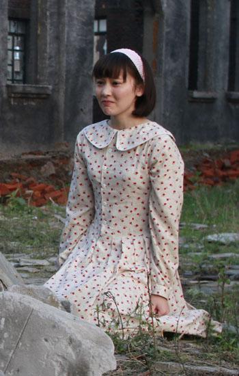 《远去的飞鹰》热拍 袁菲清纯学生装亮相
