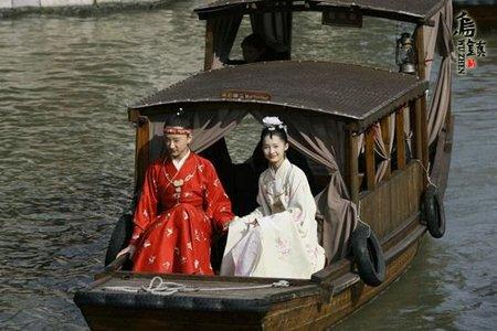 小宝玉和宝钗一起游湖,居然当时就有了如此现代的轮胎