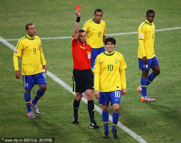 世界杯也就此成为足球先生们的灰色记忆.(责任编辑:丁伟峰)-