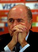 幻灯:布拉特领衔国际足联官员 出席新闻发布会