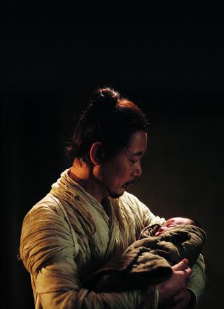 葛优在《赵氏孤儿》中的慈父造型
