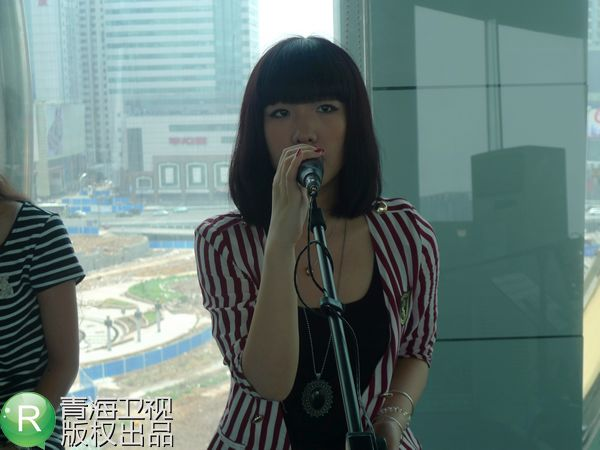 莫龙丹在节目中歌歌