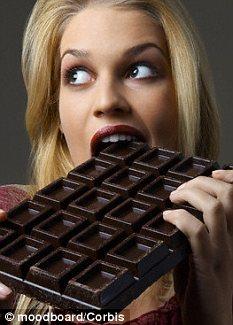 """科学家:失恋爱吃巧克力是为缓解""""爱情瘾"""""""