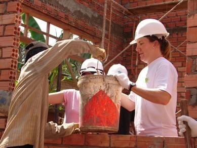 志愿者们将有机会会亲身参与项目建筑房屋