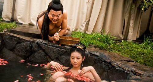 偷看美女洗澡