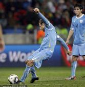 幻灯:德国3-2乌拉圭 弗兰压哨任意球击中横梁