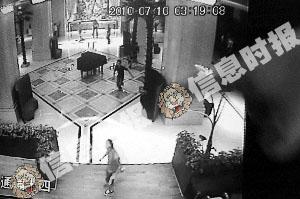 高某同行者拿着刀在酒店大堂内追砍酒店保安。