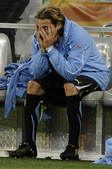 高清图:乌拉圭无缘最后决赛 弗兰场边独自黯然