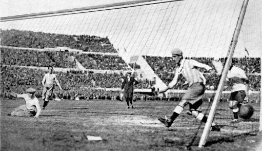 1930年:乌拉圭4比2阿根廷