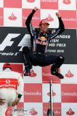 图文:F1英国大奖赛正赛 跳得真高