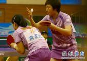 图文:乒超女团辽宁3-1战胜北京 文佳准备发球