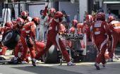 图文:F1英国大奖赛正赛 马萨右后轮爆胎