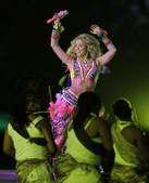 高清图:夏奇拉献唱闭幕式 拉丁天后热舞秀蛮腰