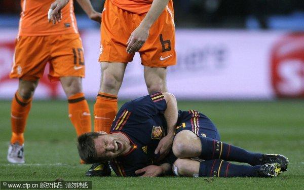阿隆索痛苦倒地