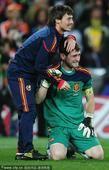 高清图:西班牙历史首次捧杯队员庆祝 卡西痛哭