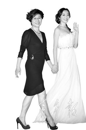 """蒋梦婕和李少红_李少红说新《红楼》:""""铜钱头""""代表当时时尚-搜狐娱乐"""