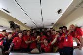 幻灯:西班牙飞抵马德里开启狂欢 卡西高举奖杯