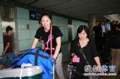 图文:中国女排总统杯赛后回国 马蕴雯接受采访