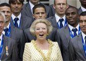 高清图:荷兰队回国虽败犹荣 女王开心接见队员