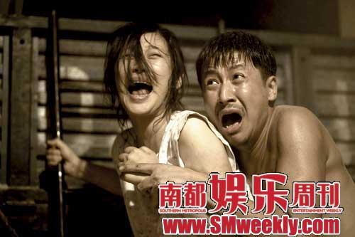 《唐山大地震》场面煽情,但冯小刚认为表现了人道主义之美。