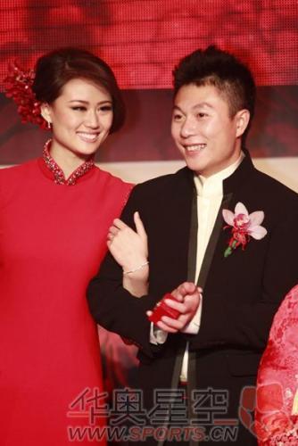 图:李小鹏与漂亮太太李安琪