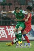 图文:[中超]北京VS重庆 小格护球