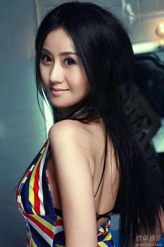 《碧波仙子》热拍 于咏琳陈小春首次携手合作