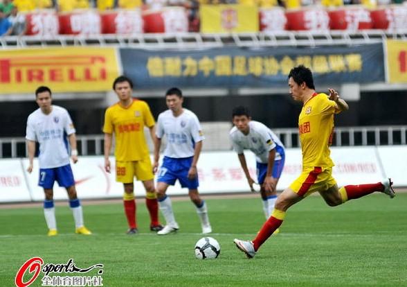 陕西2-1上海陕西进球功臣曲波