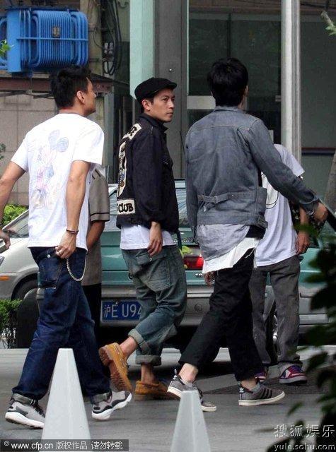 陈冠希潮店官网_组图:陈冠希自家潮店亲力打理 密会日本设计师