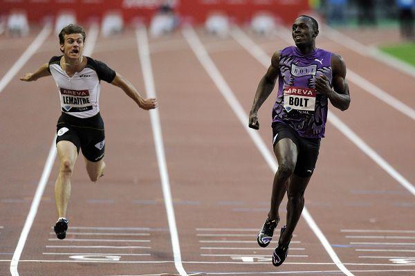 图文:巴黎站男子100米 博尔特领先对手