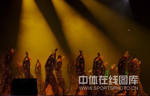 图文:2010跆拳道世界杯开幕 热辣舞蹈