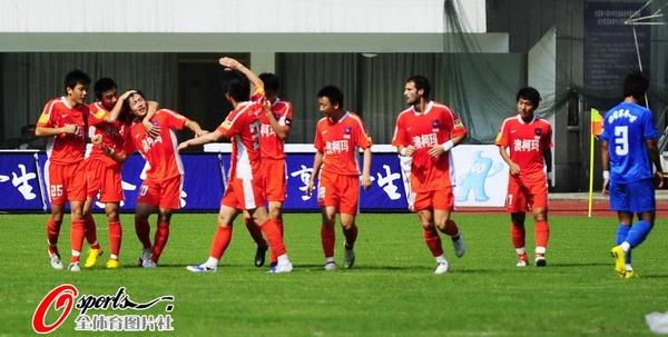 青岛队庆祝进球