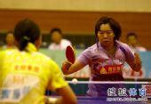 图文:乒超女团北京2-3山东 李晓霞神情专注