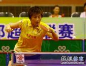 图文:乒超女团北京2-3山东 丁宁异常专注