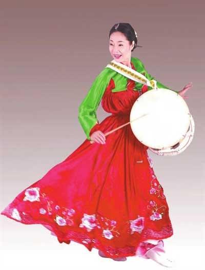 朝鲜族舞蹈家金顺福专场 《长鼓舞》引发高潮-搜狐娱乐