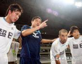 图文:[中甲]东亚VS八喜 范志毅鼓励