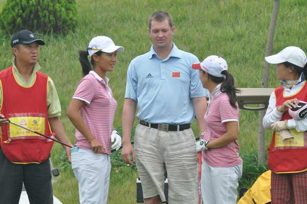 图文:选拔赛第4场首轮 国家队女队教练温高力