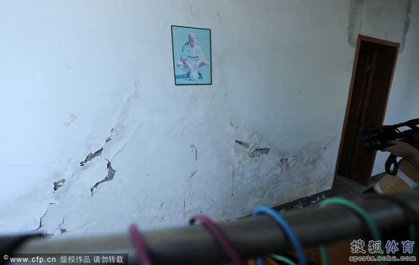 宿舍墙面都已破旧