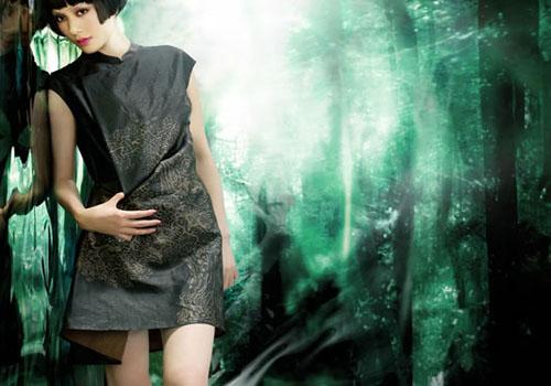 """与中国文化精髓""""天人合一""""的和谐境界,贯穿于天意服装设计开发的各个图片"""