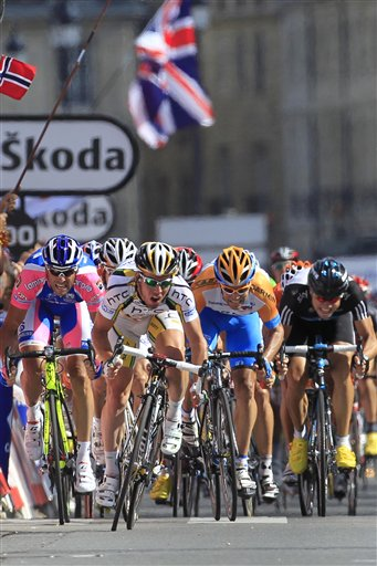 图文:环法自行车赛第18赛段 卡文迪什全力冲刺