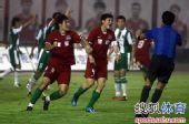 图文:[中超]河南1-0杭州 主裁一度判定无效