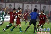 图文:[中超]河南1-0杭州 建业球员申诉