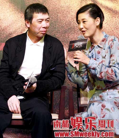 """除了工作,家庭生活中,徐帆一直把冯小刚当成""""老爷""""来伺候。"""
