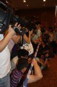 图文:名人争霸战最终决战上演 记者团阵容庞大