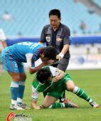 图文:[中超]江苏VS北京 关心对手