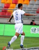 图文:[中超]天津VS河南 佐里奇庆祝进球