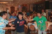 图文:[中超]陕西球迷送别王尔卓 笑着离开